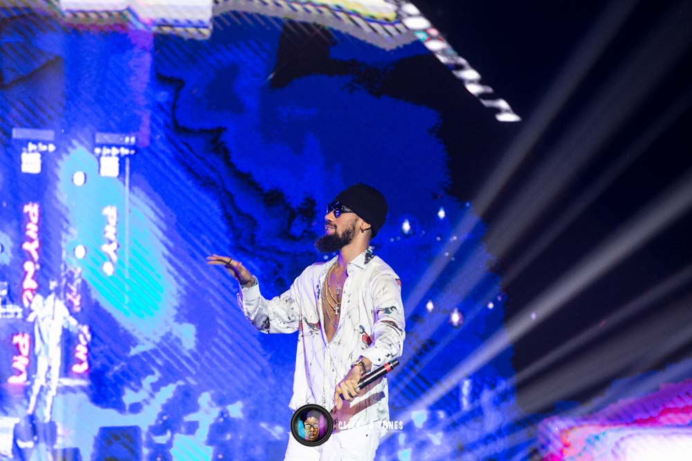 Stream, watch and download Phyno's 'Deal With It'