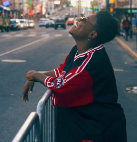Teni's new video for 'Pareke' is a mix of dance and comedy, Watch the video!