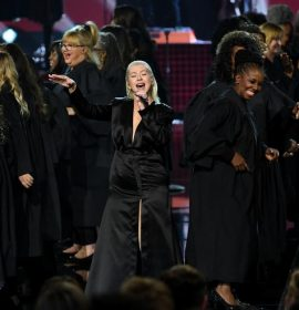 This is what Twitter thought of Christina Aguilera's #AMAs Tribute To Whitney Houston