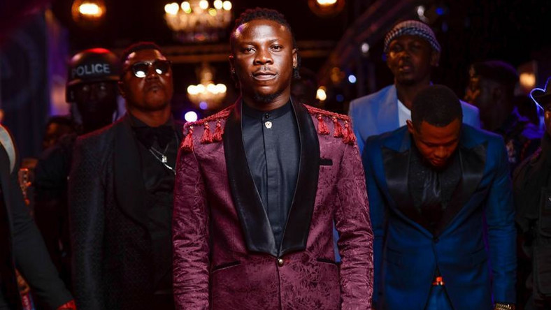 Stonebwoy shares a groovy dancehall joint – Listen to 'What A Place'